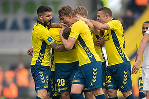 Anthony Jung (Br�ndby IF), Andreas Maxs� (Br�ndby IF), Kamil Wilczek, m�lscorer (Br�ndby IF)