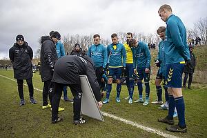 Niels Frederiksen, cheftr�ner (Br�ndby IF), Samuel Mraz (Br�ndby IF), Lasse Vigen Christensen (Br�ndby IF)