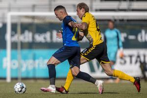 Josip Radosevic (Br�ndby IF), Malte Kiilerich Hansen (AC Horsens)