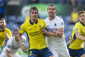 Andreas Maxs�, anf�rer (Br�ndby IF), Andreas Bjelland  (FC K�benhavn)