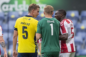 Andreas Maxs�, anf�rer (Br�ndby IF), Jores Okore (Aab)