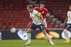 Christian N�rgaard  (Danmark), Harry Kane, anf�rer  (England)