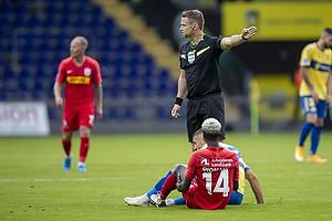 Mohammed Diomande  (FC Nordsj�lland), Jens Maae, dommer