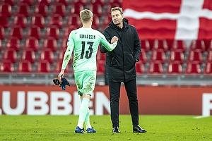 Runar Runarsson  (Island), Kasper Hjulmand, cheftr�ner  (Danmark)