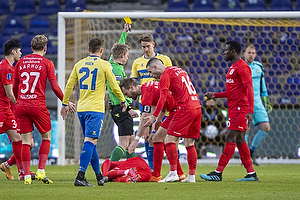 Andreas Maxs�, anf�rer (Br�ndby IF), J�rgen Daugbjerg Burchardt, dommer