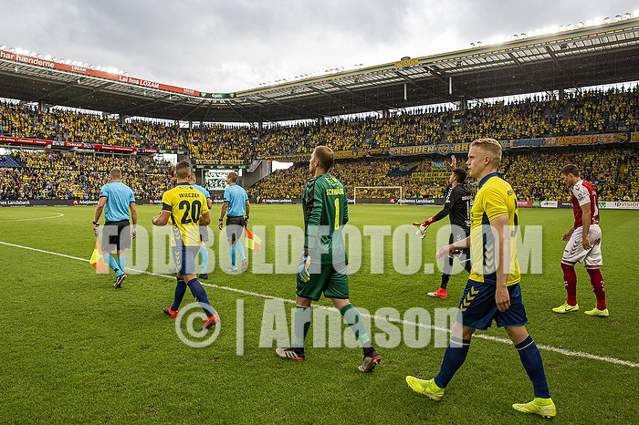 Kamil Wilczek, anf�rer (Br�ndby IF), Marvin Schw�be (Br�ndby IF), Hj�rtur Hermannsson (Br�ndby IF)