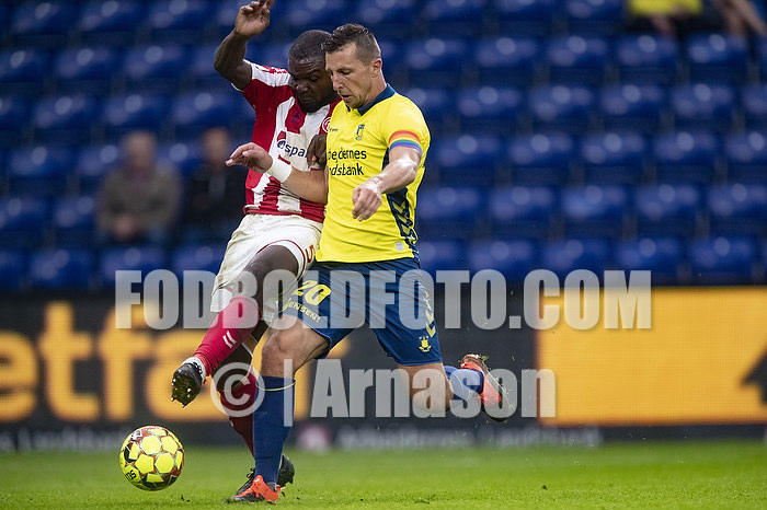 Kamil Wilczek, anf�rer (Br�ndby IF), Jores Okore (Aab)