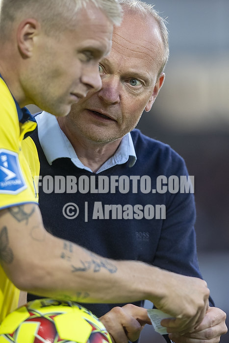 Niels Frederiksen, cheftr�ner (Br�ndby IF), Johan Larsson (Br�ndby IF)